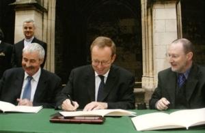 2004-signature-de-la-convention-de-creation-du-centre-europeen-saint-martin-a-tours