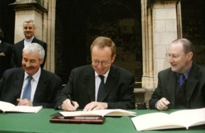 2004-signature-de-la-convention-de-creation-du-centre-europeen-saint-martin-a-tours